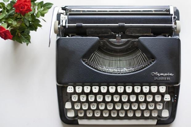 typewriter-1215868_960_720
